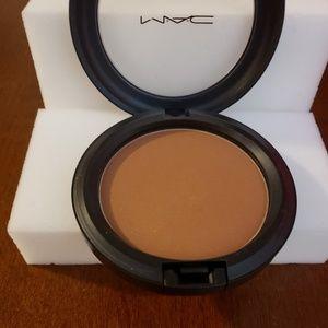 MAC Redefined Bronzing Powder